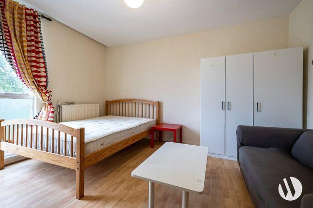 Thumbnail Flat to rent in Caernarvon House, Hallfield Estate, Bayswater