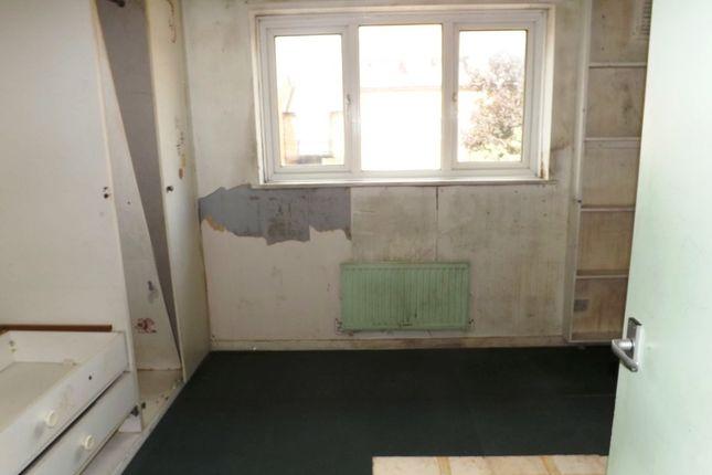 burrell close edgware ha8 2 bedroom semi detached house. Black Bedroom Furniture Sets. Home Design Ideas