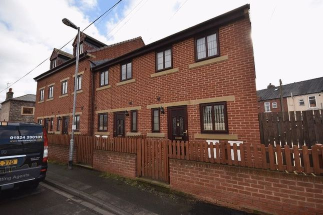 Thumbnail Terraced house to rent in Berrys Yard, Dovecote Lane, Horbury, Wakefield