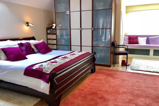 Twycross Main Bed