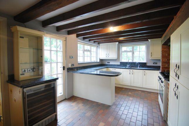 Thumbnail Cottage to rent in Tonbridge Road, Hildenborough, Tonbridge