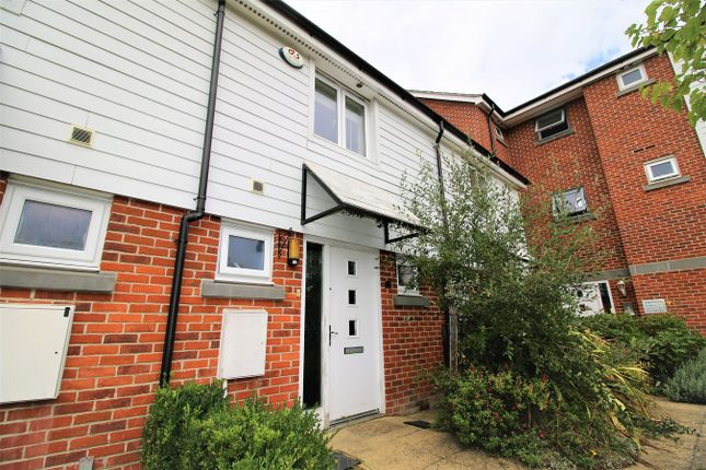 Thumbnail Terraced house to rent in 24 Englefield Way, Basingstoke