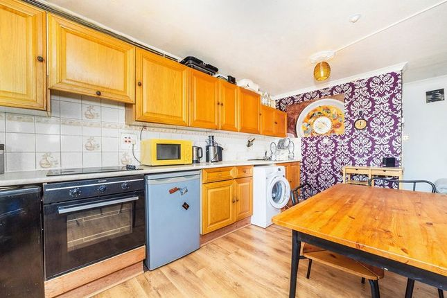 2 bed flat to rent in Cheesemans Terrace, London W14