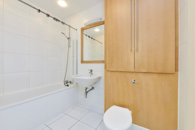 3 bed flat to rent in West Tenter Street, London E1