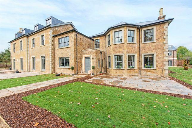 Thumbnail Flat for sale in Crown Lane, Farnham Royal, Slough