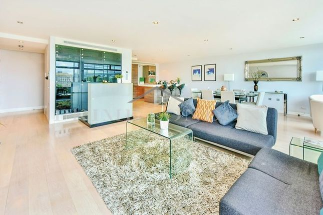 Flat to rent in Parliament View Apartments, 1 Albert Embankment, London