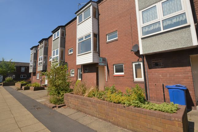Thumbnail Town house to rent in Heather Close, Birchwood, Warrington