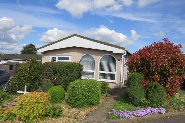 2 bed mobile/park home for sale in Hardwicke Fields, Haddenham, Ely
