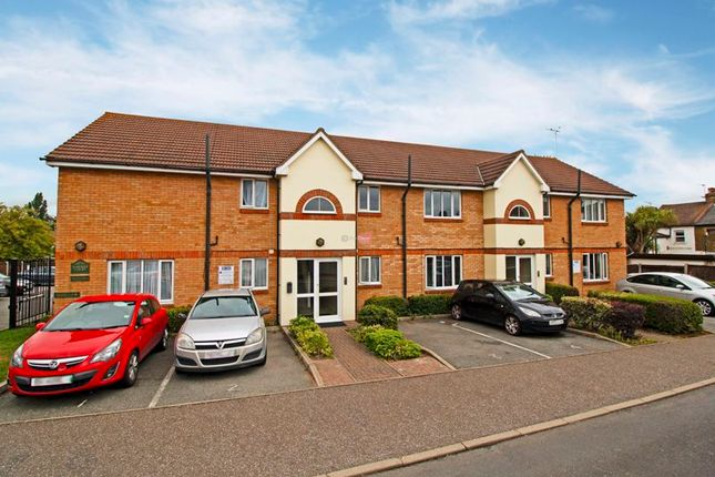 Thumbnail Flat to rent in Harmer Road, Swanscombe