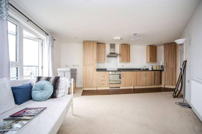 Living Kitchen of Walters Farm Road, Tonbridge TN9