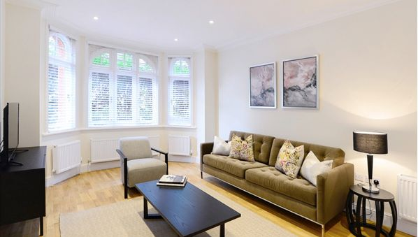 Thumbnail Flat to rent in Hamlet Gardens, Chiswick