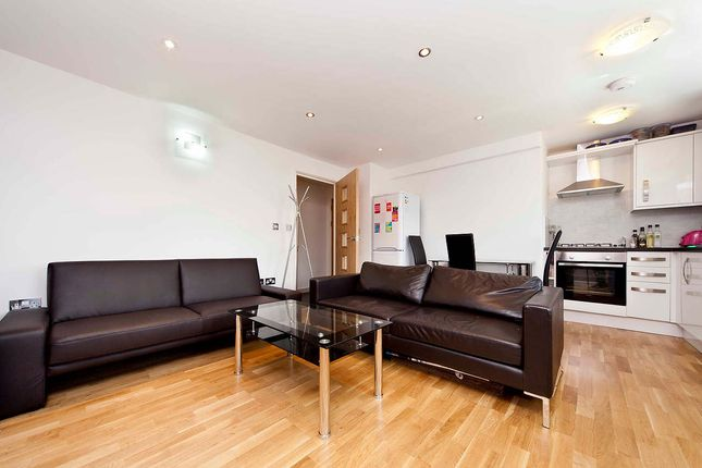 2 bed flat to rent in Green Lane, Ilford IG1