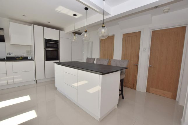 Dining Island of Kingfisher Close, Mickleover, Derby DE3