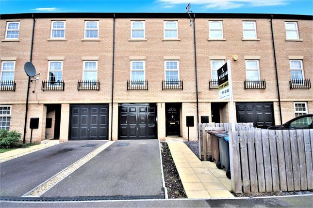 Thumbnail Town house for sale in Boothferry Park Halt, Hull