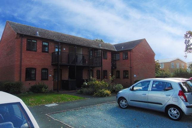 Thumbnail Flat for sale in Kinwarton Road, Alcester