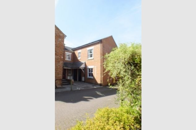 Thumbnail Maisonette for sale in Lionel Court, Wargrave Road, Twyford, Reading, Berkshire