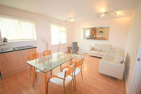 Thumbnail Flat to rent in Ashley Lane, Manchester