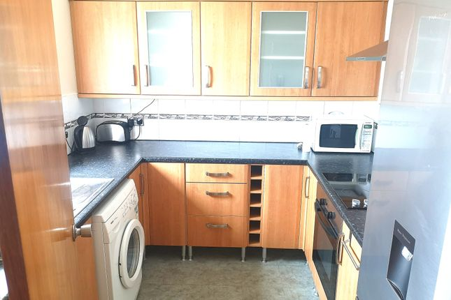 Fitted Kitchen of Cowslip Close, Gosport PO13