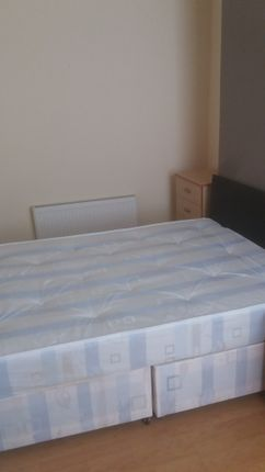 Thumbnail Room to rent in Romer Road, Kengsington