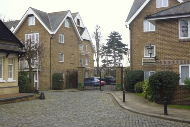 Thumbnail Flat to rent in Thames Close, Hampton