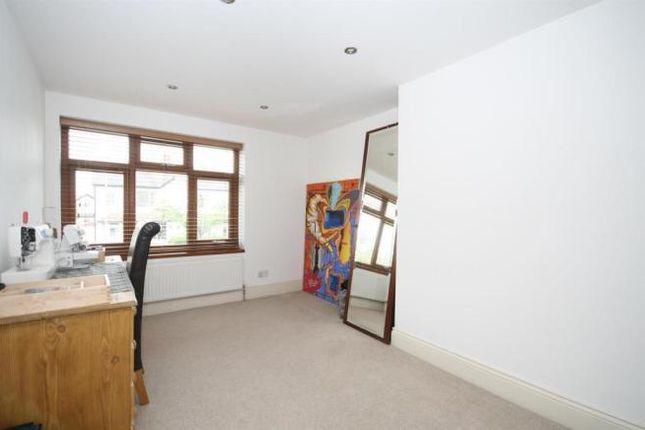 3 bed flat to rent in Gordon Road, Ealing Broadway