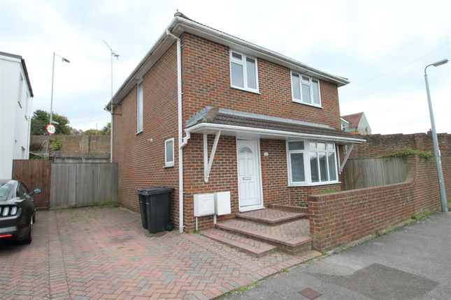 Thumbnail Detached house to rent in Edinburgh Road, Bexhill-On-Sea