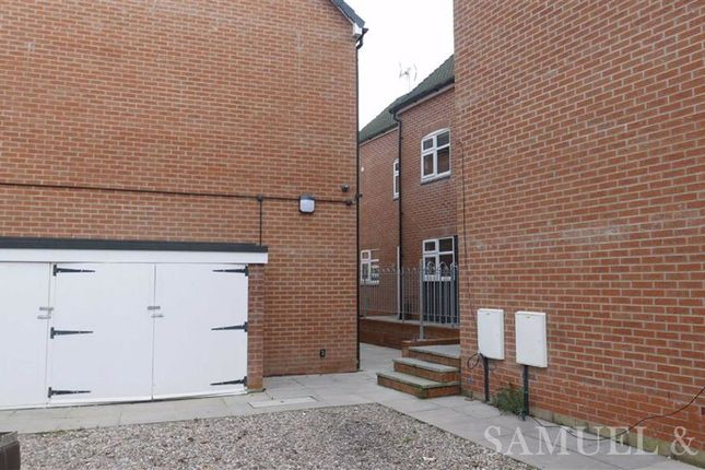 1 bed flat to rent in Market Place, Willenhall WV13