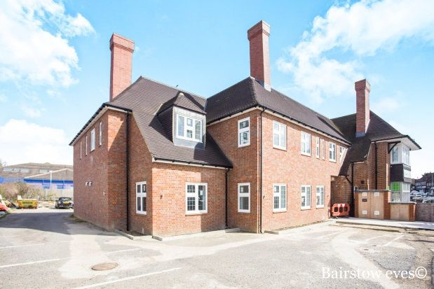 2 bed flat to rent in Glengall Road, Edgware
