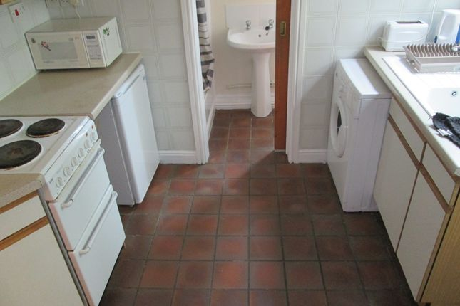 Thumbnail Flat to rent in London Road, Newcastle Under Lyme, Staffordshire
