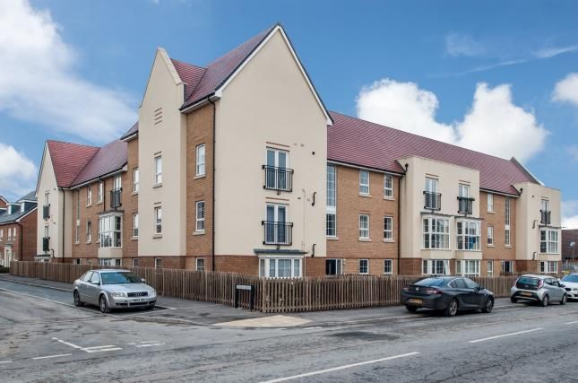 Thumbnail Flat for sale in Frenchs Avenue, Dunstable, Bedfordshire, England