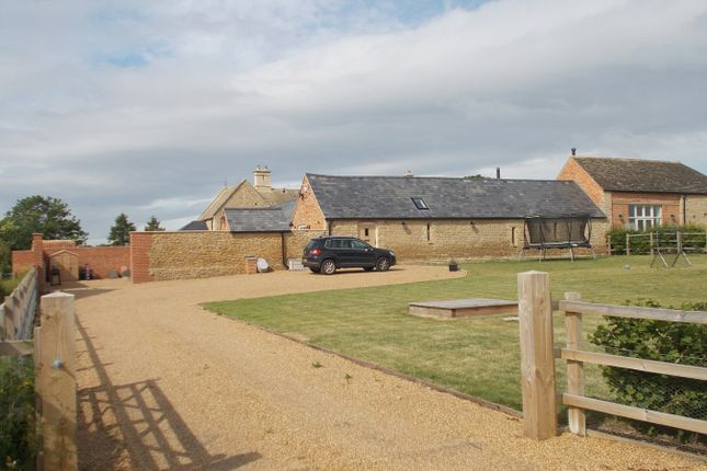 Thumbnail Barn conversion to rent in Oundle Road, Elton, Peterborough