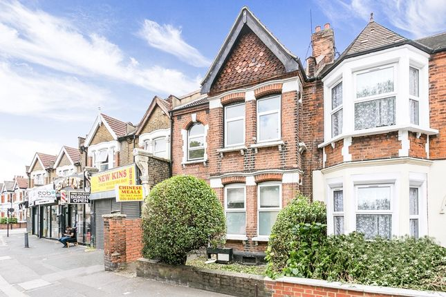 3 bed flat to rent in High Road Leyton, London