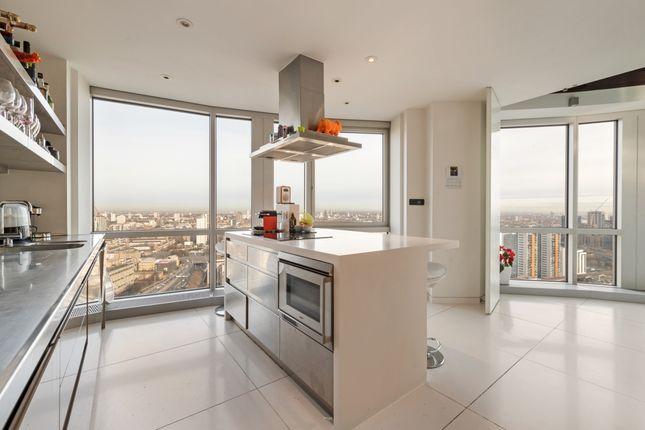 Kitchen of Ontario Tower, Fairmont Avenue, Canary Wharf E14