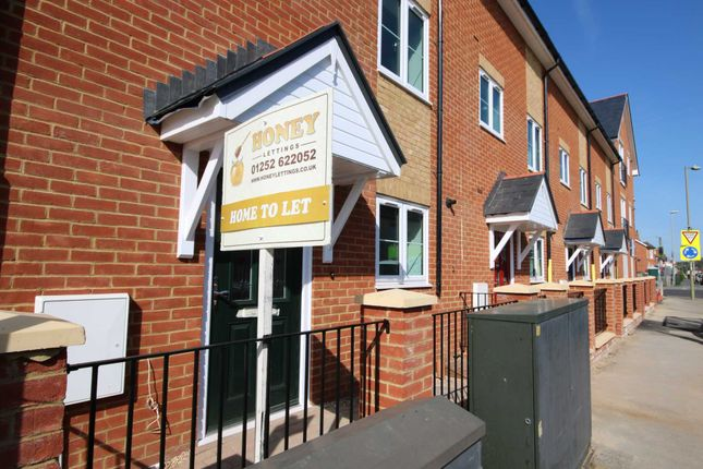 Thumbnail Town house to rent in Peabody Road, North Camp, Farnborough