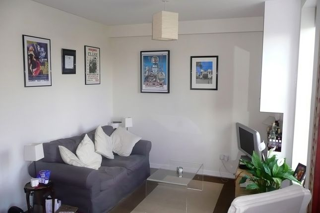 Thumbnail Flat to rent in Ferndale Road, Brixton