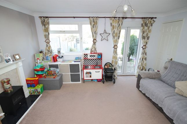 3 bed terraced house to rent in Windermere, Love Lane, Faversham