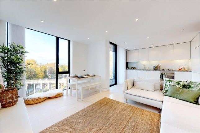 Thumbnail Flat to rent in Latitude House, Oval Road, London