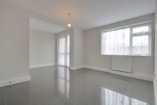 Thumbnail Flat to rent in Wood Lane End, Hemel Hempstead Industrial Estate, Hemel Hempstead