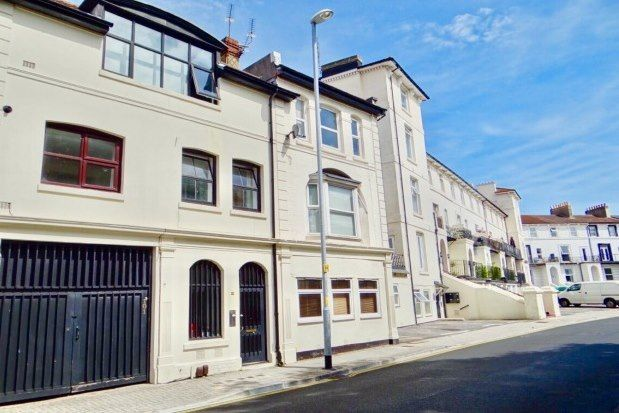 Thumbnail Flat to rent in 101B Clarendon Road, Southsea