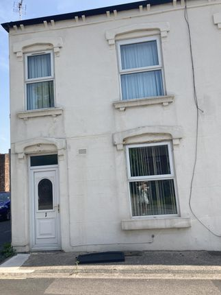 3 bed end terrace house to rent in Cross Street, Horbury, Wakefield WF4