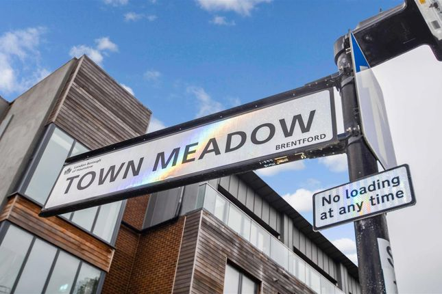 Thumbnail Parking/garage to rent in Town Meadow, Brentford