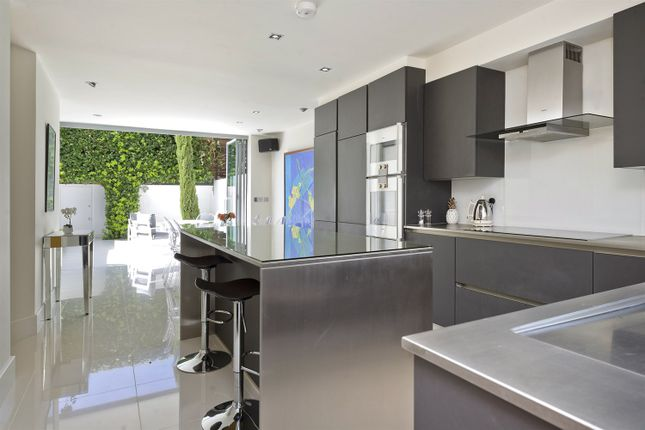 Thumbnail Property to rent in Clarendon Road, London