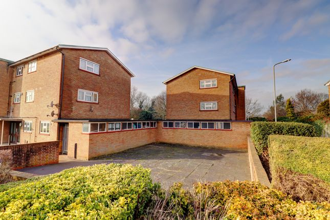 Flat in  Bridge Avenue  Upminster R East London