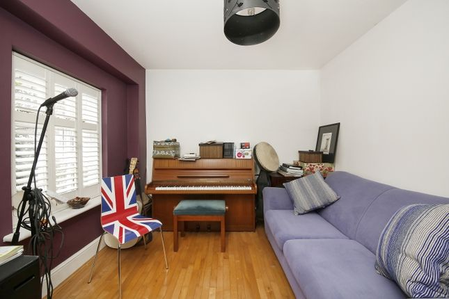 Snug/Bedroom of Wellington Gardens, London SE7