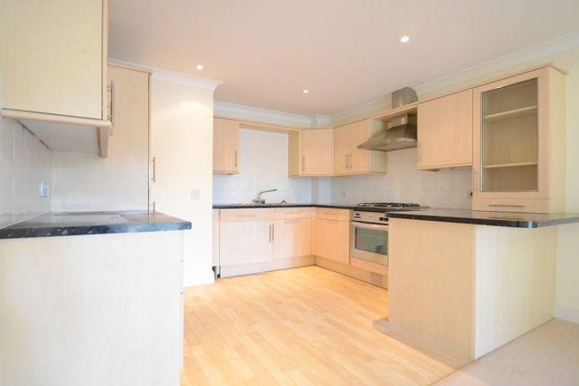 Flat to rent in Reading Road, Winnersh, Wokingham