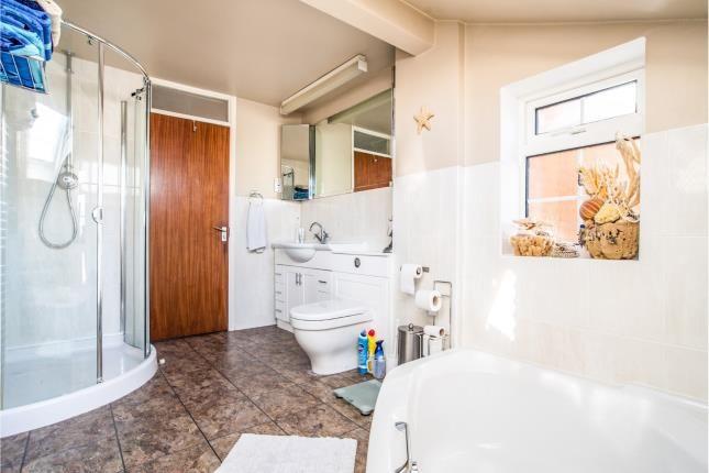 Bathroom of The Grazings, Hemel Hempstead, Hertfordshire HP2