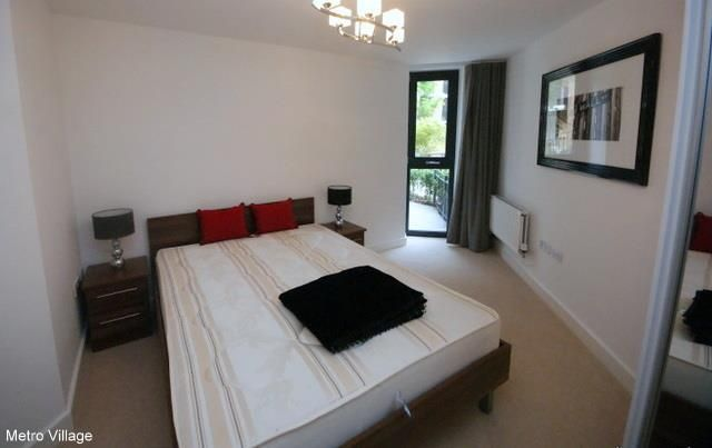 2 bed property to rent in Fairmont House, Albatross Way, Canada Water, London SE16