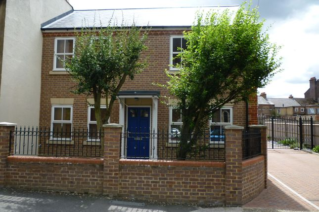 Thumbnail Maisonette to rent in Stable Mews, Luton, Beds