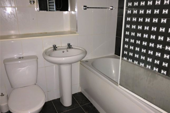 Bathroom of G/2, Ratho Drive, Glasgow G21