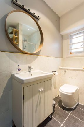 Bathroom of Gladsmuir Road, Whitehall Park N19